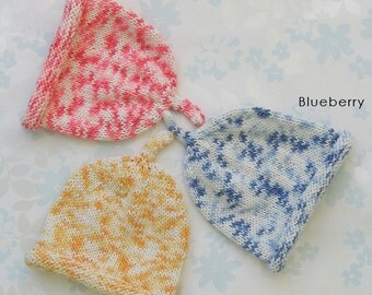 PREEMIE BABY HAT - to fit baby from 3 to 7.5 lb (30 to 42 weeks) - 3 colour choices (white cotton yarn with flecks of red, blue or apricot)
