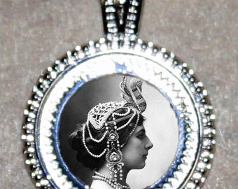 Mata Hari Pendant