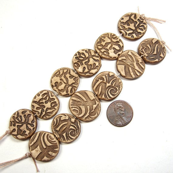 A Strand of Six Reversible Disc Beads