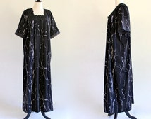 80s Black White Tent Caftan Kaftan Boho Hippie Ethnic India Maxi Dress Muu Muu Lace Trim . D129 . No.8.1.5.13