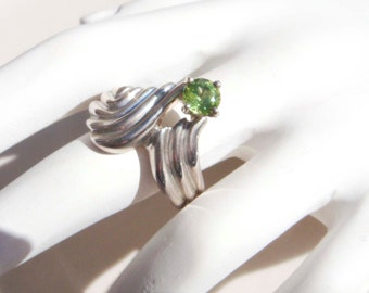 Vintage Sterling Silver Peridot Ring size 8 with swirl design