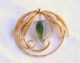 Jade Teardrop Circle Brooch Pin Vintage Curving Leaf Delicate Filigree