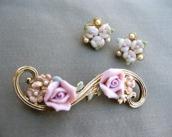 1960s Bar Brooch and Earrings / Jewelry Set / Pink Porcelain Roses / Enameled Brooch
