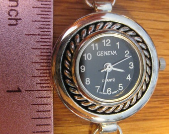 Round Silver Black Faced Watch for Interchangeable Bracelet Watch Band