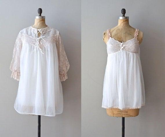 1960s lingerie / 60s nightie / Private Affair peignoir