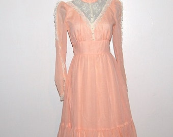 Vintage Dress Pretty Peach with Ivory 70s Maxi