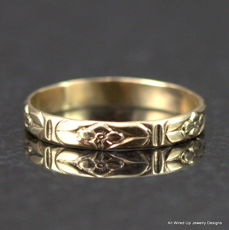 14k Gold Flower Pattern Band Slender Floral Wedding Ring