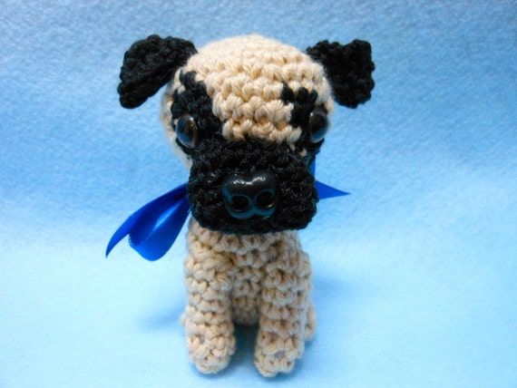 Pug En Amigurumi : Little Pug Crocheted Dog Amigurumi in Tan and Black por ...