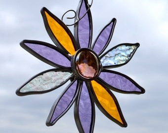Simple and Pretty Flower Stained Glass Suncatcher