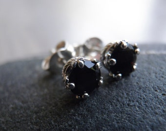 Vintage Style Onyx ONE earring,  round brilliant-cut genuine Onyx earring, Black small earring, Nostalgic Gift, Statement Jewelry