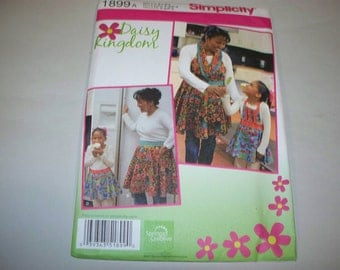 New Simplicity Apron Pattern 1899, Mommy and Me.  (Free US Shipping)