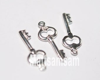 1 x 925 sterling silver key pendant 8mmx19.5mm (12168pend)