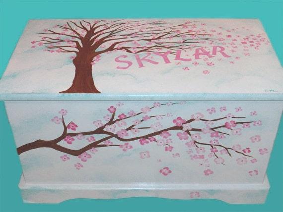 Coffre jouets personnalis fleur de cerisier ou la poitrine - Coffre a jouet personnalise ...