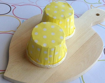 25 Polka Dots Yellow Baking Cups