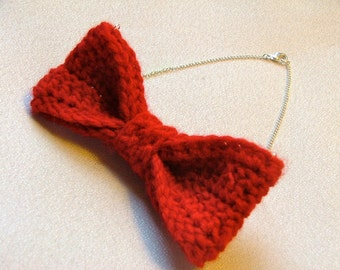 Red Bow Necklace, Crochet