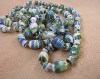 Pretty vintage necklace with barrel beads in shades of green, blue, white