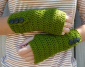 SALE Crochet Arm Warmers, Button up Fingerless Gloves, Wrist Warmers, hobo gloves, texting gloves - Green
