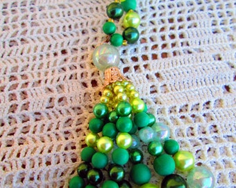 Vintage Flapper Tassel Lariat Necklace Green Pearl Beads