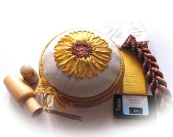 PP18 Sunny Sunflower Pincushion kit