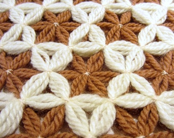 Vintage placemats with flowers made from yarn