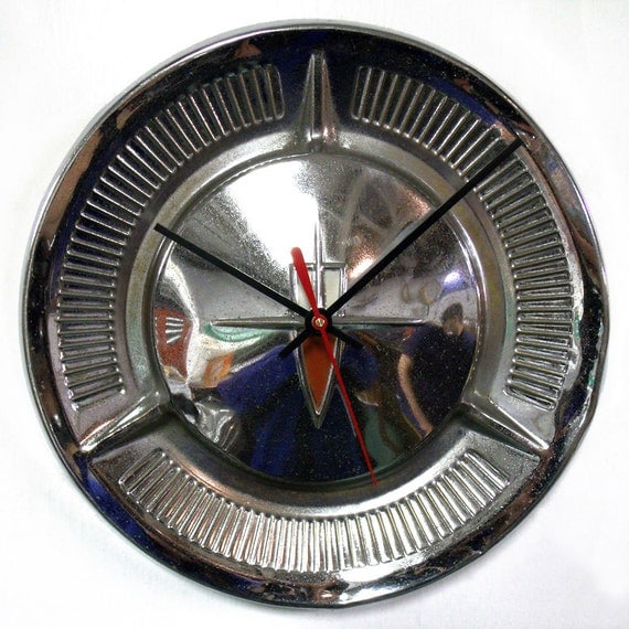 1960 Oldsmobile Wall Clock - Olds Hubcap Clock - Ninety-Eight Delta 88 Dynamic 88 Super 88 Fiesta Wagon - Men's Decor