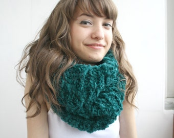 Handmade Emerald Green  Fur Wool Chunky Loop Cowl Collar Scarf  Mothers Day gift