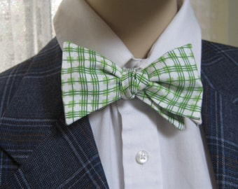 Green Wavy Plaid Men's Bow Tie