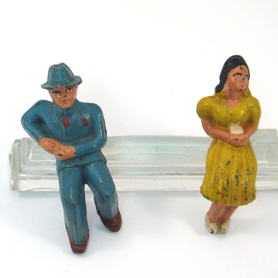 12 Inch Metal Home Decor Oriental Pearl Figurine Iron: Vintage Cast Metal Sitting Couple Figurines By