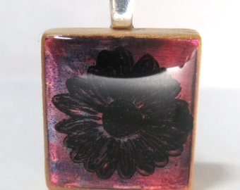 Purple daisy - Glowing metallic Scrabble tile pendant