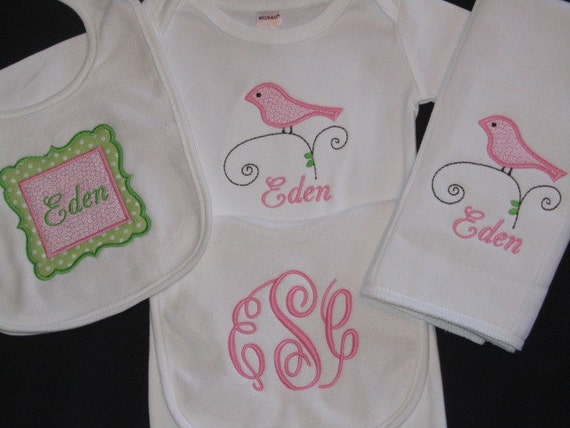 Items similar to Personalized Baby Girl gift set Bird ...