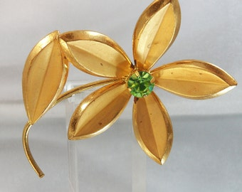 Vintage Flower Brooch. 1950s. Gold Plated. Green Rhinestone