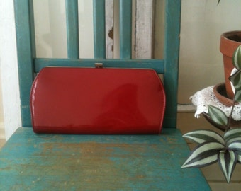 vintage 60s RED patent leather clutch