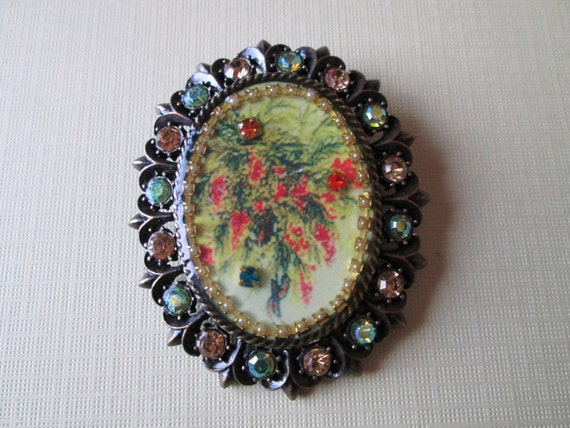 Mother's Day Gift - Stunning Oval Flower Diva Brooch - Surrounded by Amber and Green Crystals - Vintage
