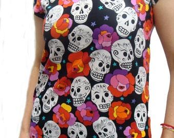 US Handmade Estrella De Los Muetros Day Of The Dead Rockabilly Skulls Halloween Gothic Scrub Blouse T-Shirt, 2X-Large size