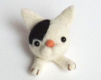 Needle felted cat magnet :  felt kitty fridge magnet- white with a black dot