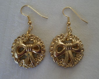 Vintage Gold Tone Holiday Wreath and Bow Earrings