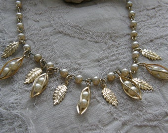 Vintage goldtone and pearl necklace circa the 1960's