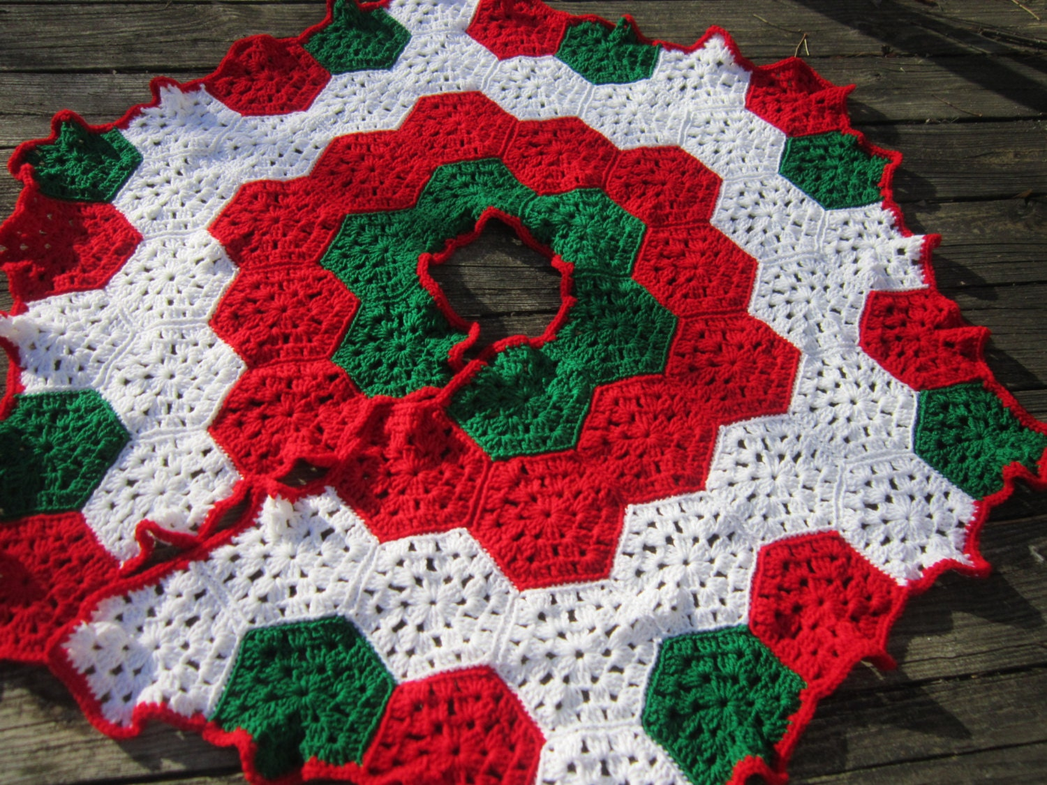 Free Crochet Granny Square Christmas Tree Pattern : Christmas Tree Skirt Crocheted Granny Hexagons in Red Green