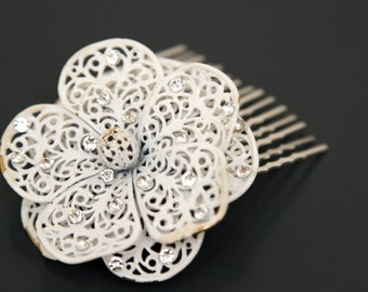 Prettied does Shabby Chic. Bridal Hair Comb from a Vintage Flower Brooch.