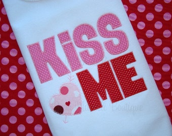 Kiss Me applique with ziz-zag stitch