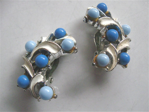 Vintage 50s 60s Clip On Earrings Chambray Blue Periwinkle White Silver Mad Men