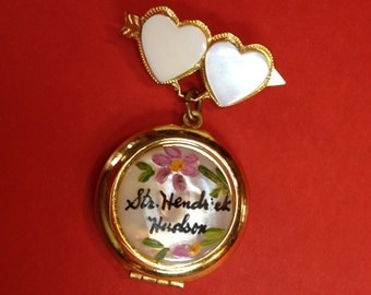 Mother of Pearl Souvenir Locket Vintage Jewelry