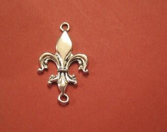 last Set of 8 antique silver fleur de lis connectors
