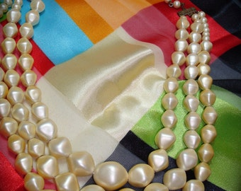 1950s Ivory Colored Faux Pearl Necklace.