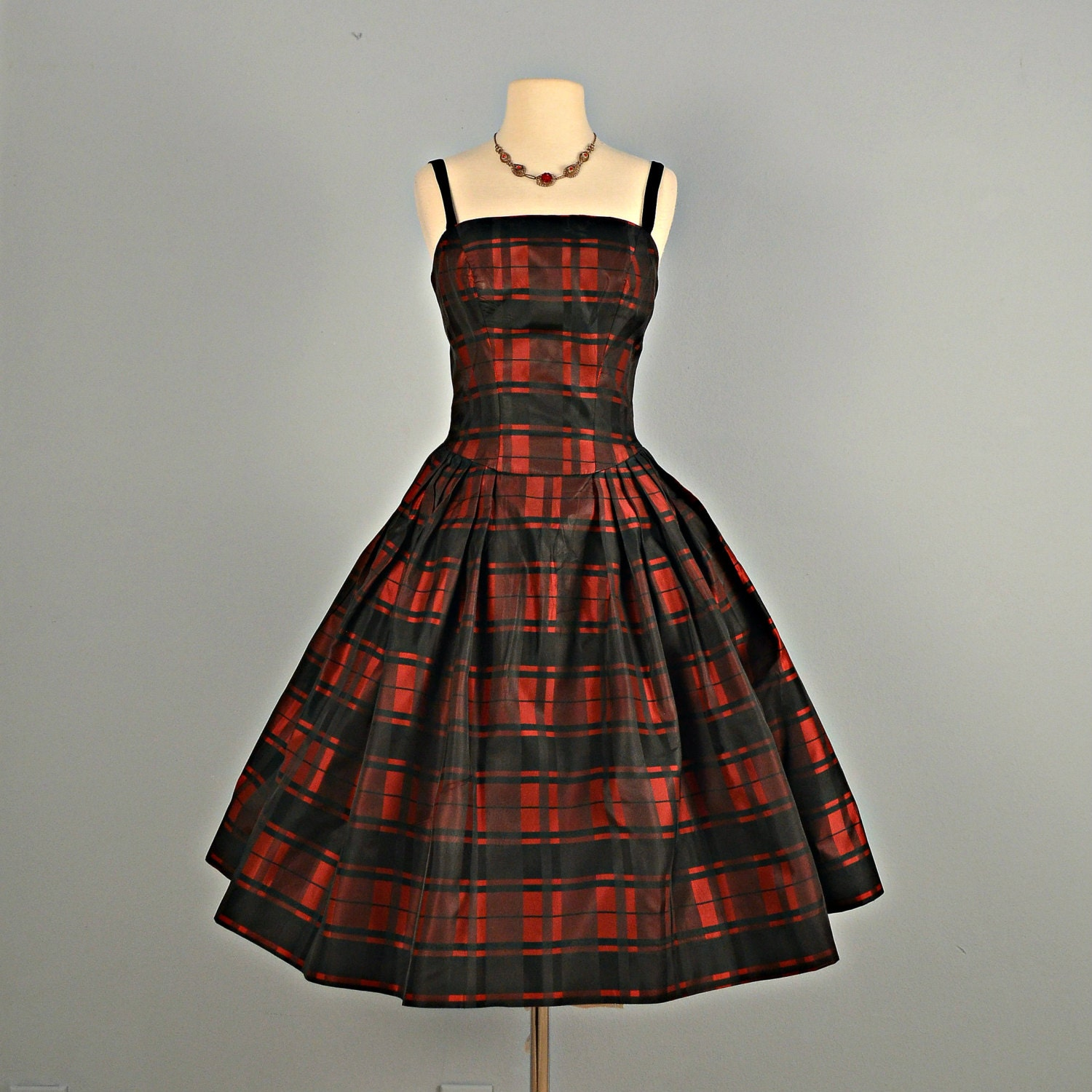 Vintage 1950s Prom Dress...Beautiful PAT HARTLY Black and Red