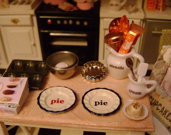 PIE DISH / PLATE - Fluted Tart Tins - Dollhouse Miniature 1:12 Scale