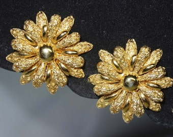 Signed Monet Clip on Earrings Daisy Design 1960s Apparel & Accessories Jewelry Vintage Jewelry Earrings Clip On Earrings