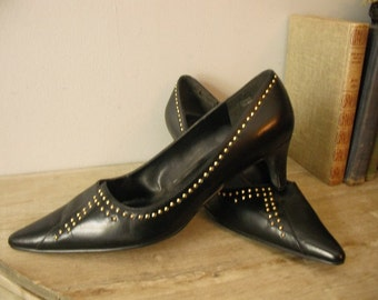 vintage  80s Pointy toe Black pumps with BRASS studs ... womens 9
