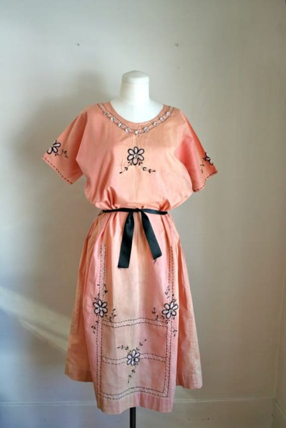 Reserved // vintage 20s cotton day dress - SALMON PINK hand embroidery dress / M