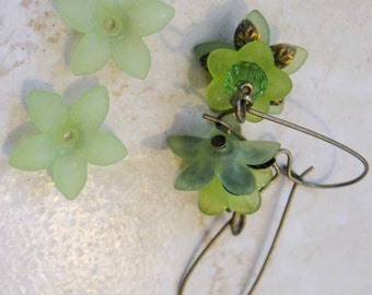 THIRTY Frosted Peridot Green Lucite Acrylic 5 Petal Star Flower Cap Bead 17mm